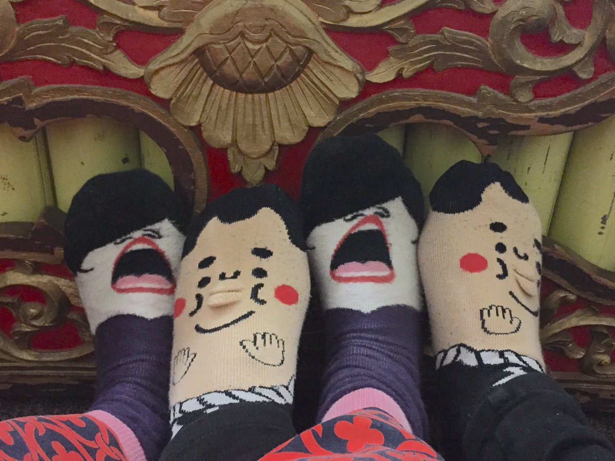 First #gamelan class of the year with the @SiswaSukra crew and then sock selfie happened lol #musicianlife <br>http://pic.twitter.com/z9dg9mg3SV