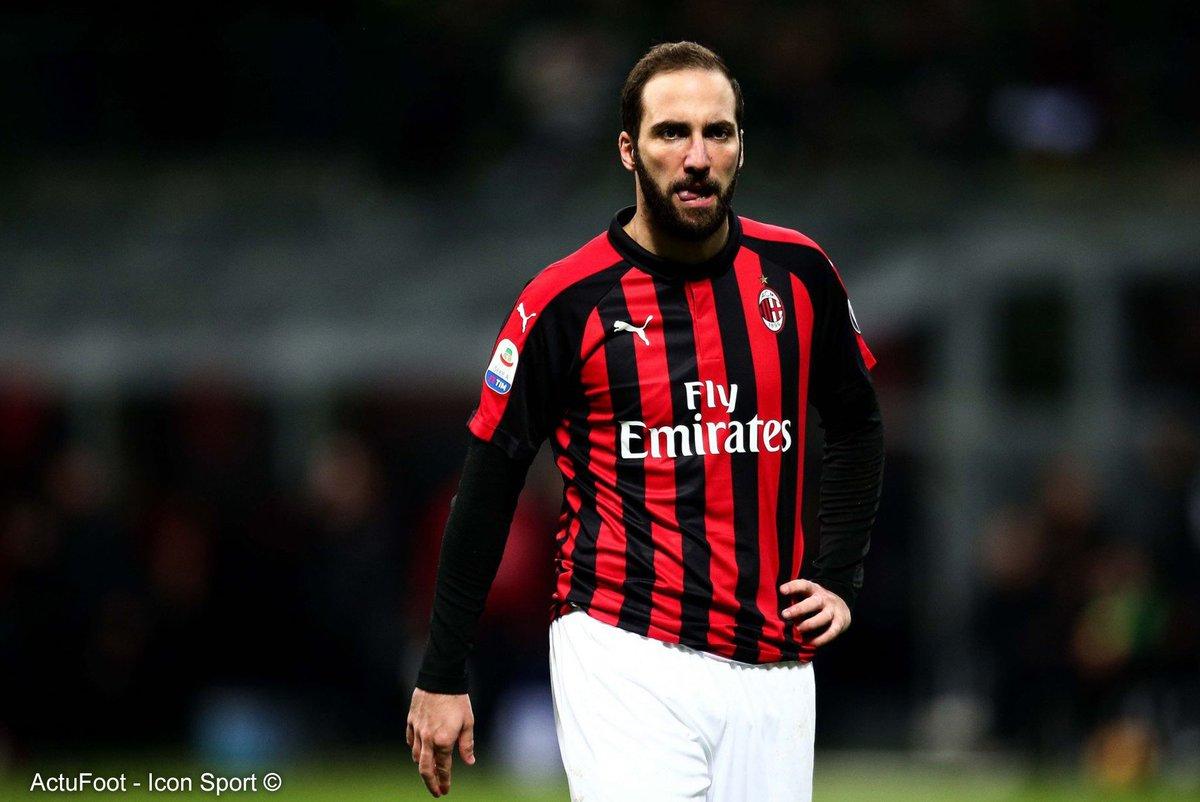 🔴 Le frère et agent de Gonzalo Higuain a quitté l'Argentine et se rendra à Madrid afin de régler les derniers détails du prêt avec option d'achat de Gonzalo Higuain à Chelsea. (@DiMarzio)
