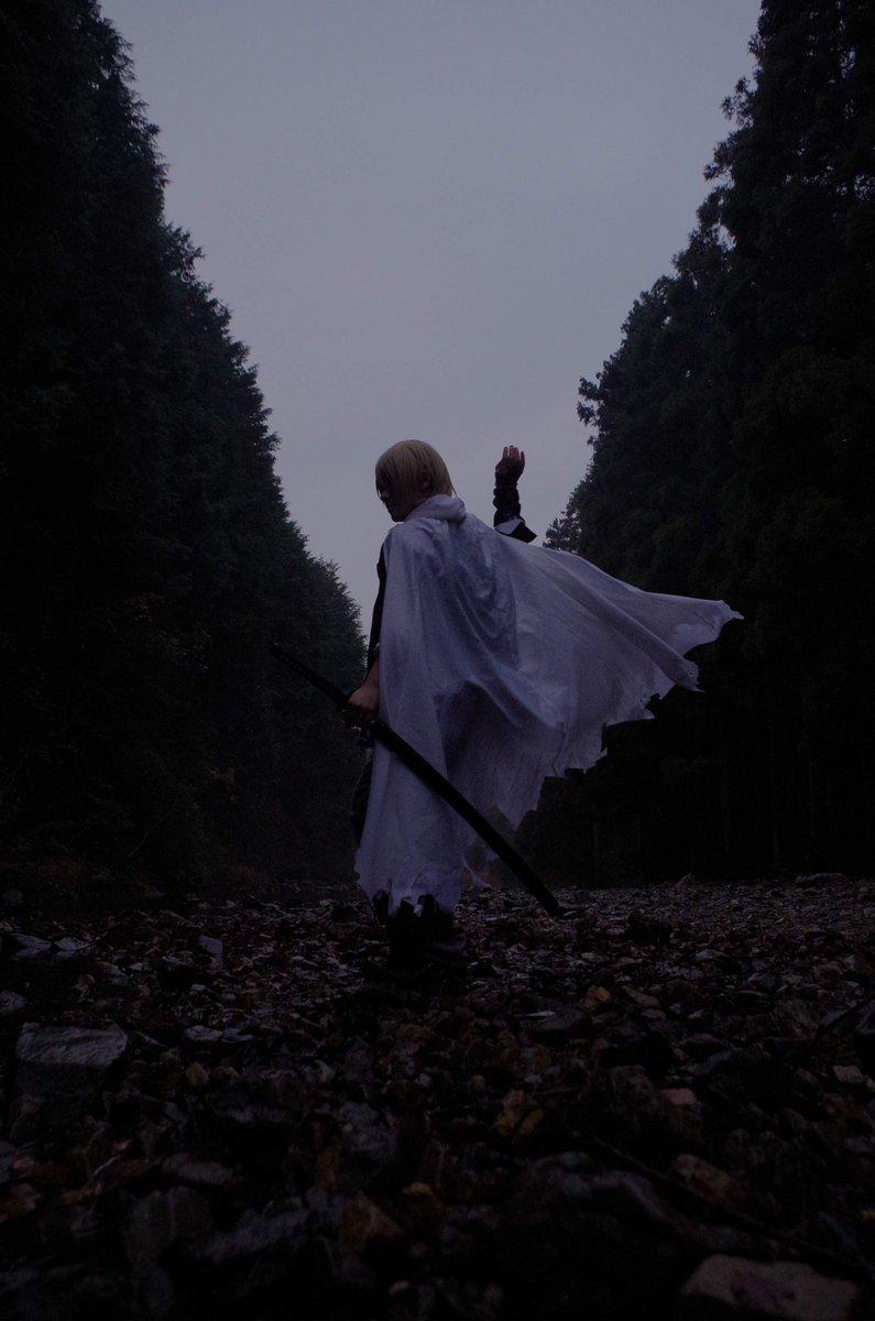 RT @maraihi3: #皆さんの刀剣男士の背中を見せてください  後ろ向きだけど!金曜日!映画封切りだし!皆頑張ってこ!!! ٩( 'ω' )و https://t.co/xgfNwPvpLB