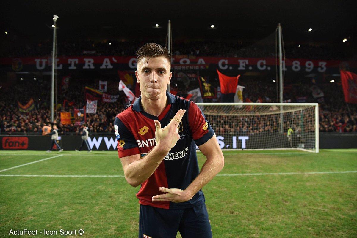 🔴 Pour pallier le départ d'Higuain, le Milan vise Piatek (déjà d'accord pour un contrat de 5 ans). Le Genoa en réclame 40 M€ + 5 de bonus. Rencontre entre les deux clubs demain. Le Plan B : Michy Batshuayi. Cependant, le joueur a donné sa préférence à Monaco. (@DiMarzio)