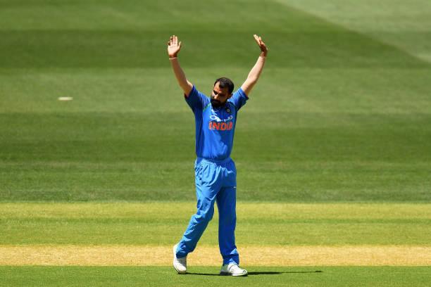 Australia vs India | 3rd ODI  Australia - 162/6(35)  Peter Handscomb - 25(31) | J Richardson - 0(0)  Last Wickets : Glenn Maxwell c B Kumar b Shami - 26(19) #AUSvIND https://t.co/U6AUoBW7cs