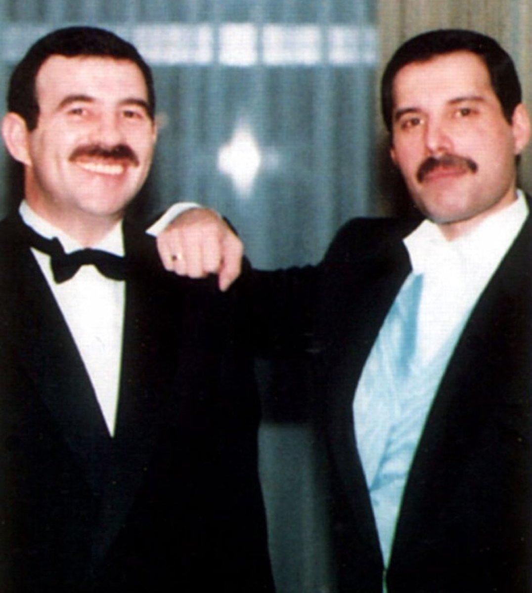 "liia loves alicia على تويتر: ""Freddie Mercury wearing his wedding ..."