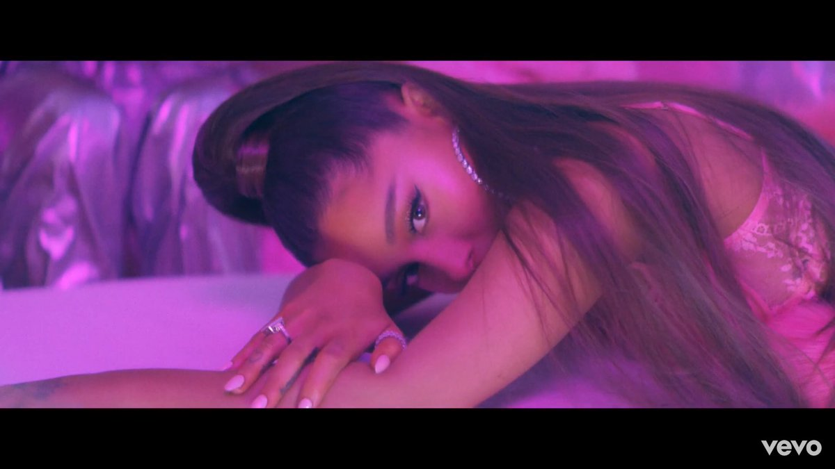 everyone's favorite bad bitch has returned. #7Rings