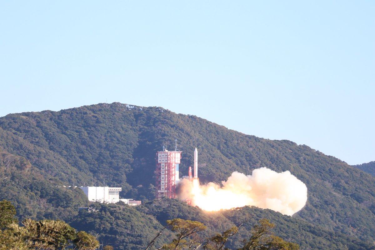 革新的衛星技術実証1号機を搭載したイプシロンロケット4号機は、2019年1月18日(金)9時50分20秒に、内之浦宇宙空間観測所から打ち上げられました。  先ほど、小型実証衛星1号機(RAPIS-1)の分離が確認されました。 超小型衛星とキューブサットの分離については、追ってご案内します。