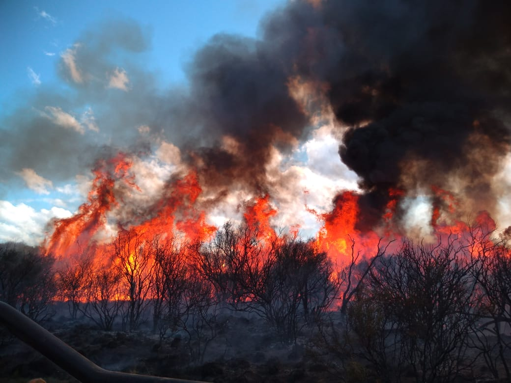 #Provinciales | #DefensaCivil trabaja en tres incendios