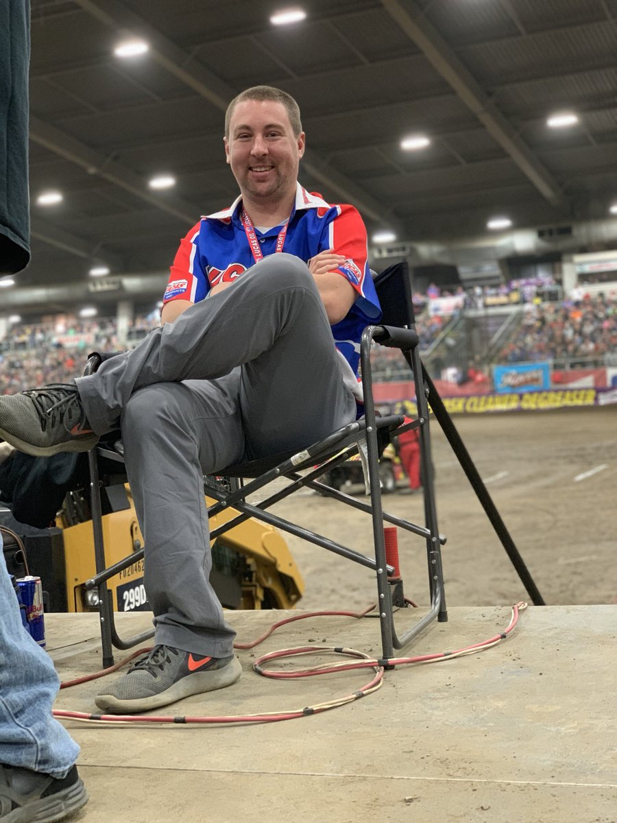 Best caption to this photo wins a Dinner Date with @BlakeAnderson at your own expense. #UselessChiliBowl<br>http://pic.twitter.com/PR9KroJuOF