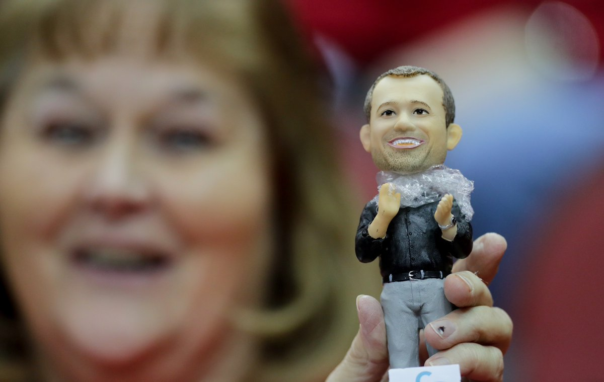 I got my bobblehead and @UofLWBB got the win. #L1C4 https://t.co/sLofofXsTz https://t.co/2TisW4PBaV