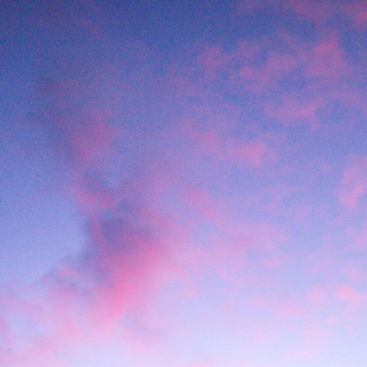 Kapuaʻi aka Clouds ◇ #hawaiian #word #clouds #sky #cloud #pinkclouds #sky #clouds☁ #skyphotography #purplesky #pinksky #photographylovers #photographylifestyle #wales #northwales #northwalesphotography #naturalworld #environment #photographymood #feels #tranquil