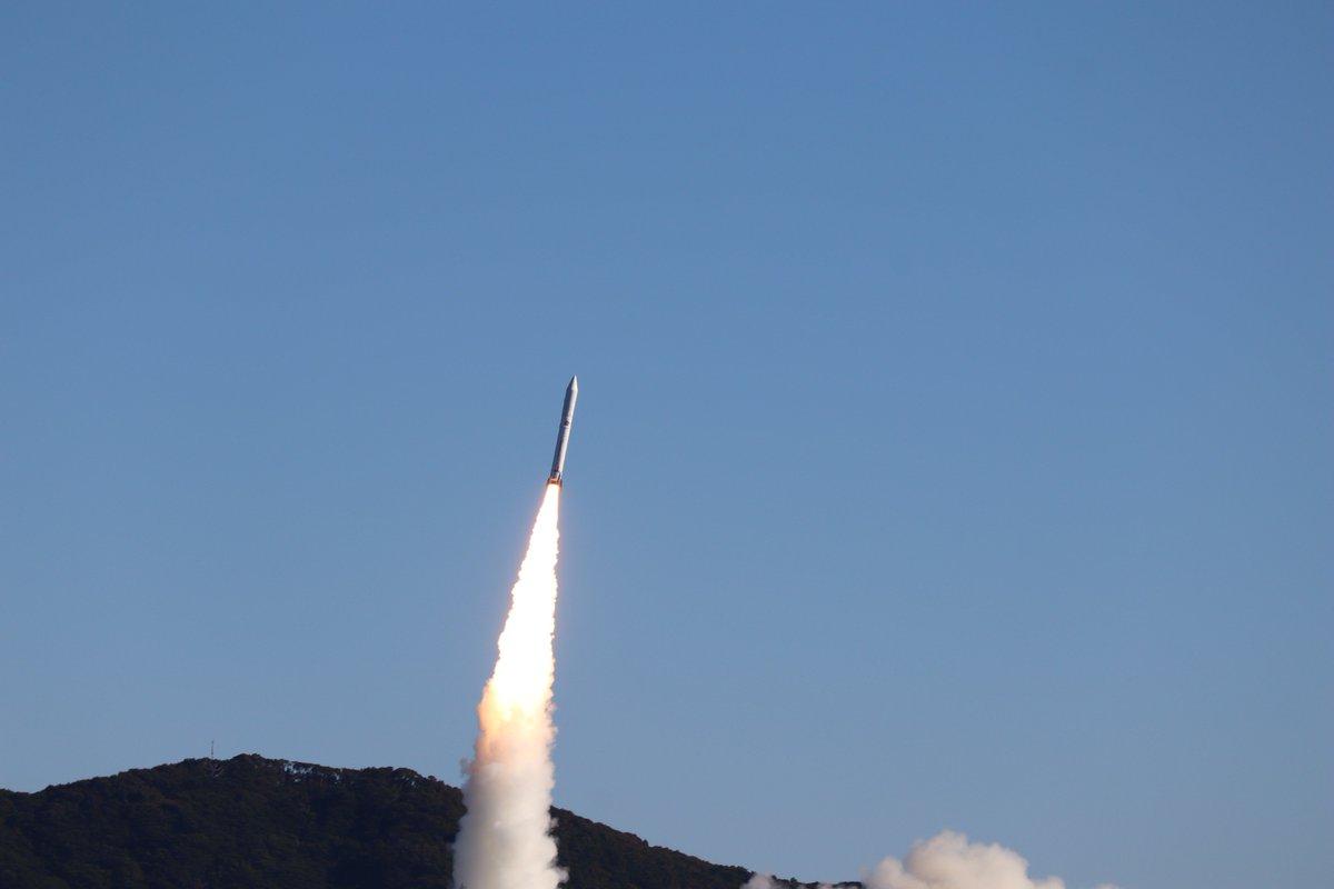 1月18日(金)に内之浦宇宙空間観測所から打ち上げた、革新的衛星技術実証1号機を搭載したイプシロンロケット4号機の打上げは成功しました!  小型実証衛星1号機に続き、MicroDragon、RISESAT、ALE-1、OrigamiSat-1、Aoba VELOX-IV及びNEXUS の7基すべて正常に分離したことを確認しました。