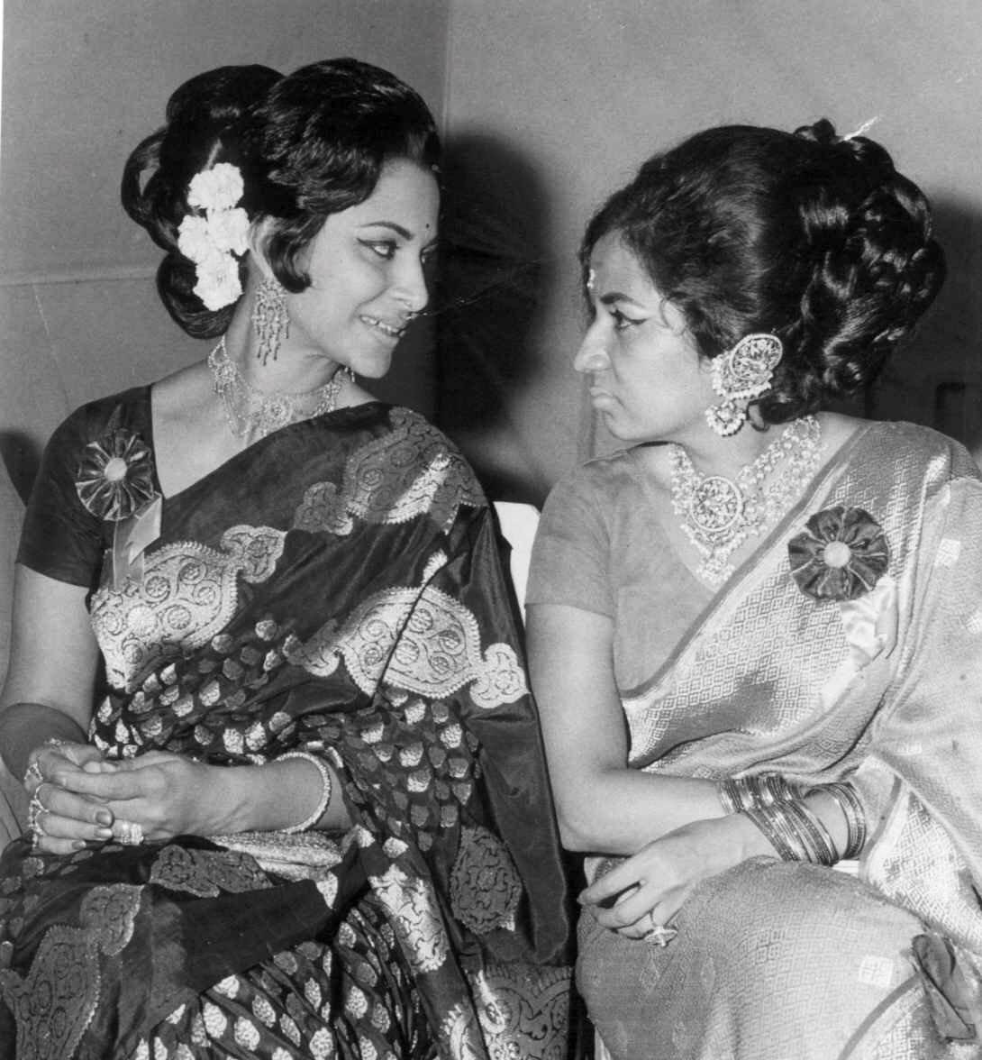 "Film History Pics on Twitter: ""#50YearChallenge Waheeda Rehman ..."