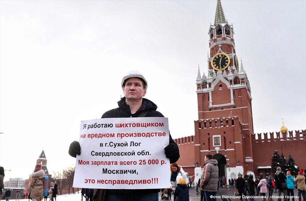 Рабочего завода «Форэс» из города Сухой Лог Рустама Корелина задержали во время одиночного пикета на Красной площади.   https://t.co/lGK1PmUYa1