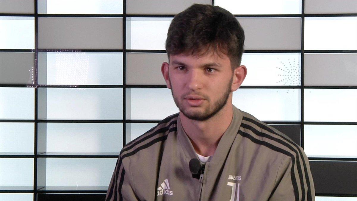 Matteo Anzolin, difensore della Primavera ⚪️⚫️, si racconta ai nostri microfoni 🎙️🎙️ @JuventusFCYouth   On demand, qui ➡️ http://juve.it/VxKf30mSVLR ‼️