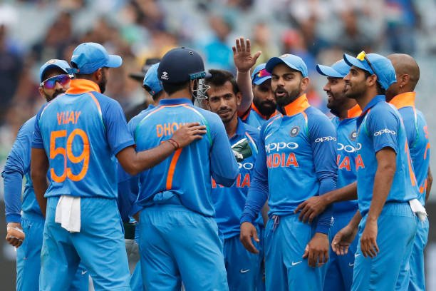Australia vs India | 3rd ODI  Australia - 230/10 (48.4)   P Siddle - 10 (11)*  Last Wickets: Adam Zampa c Shankar b Chahal - 8(14) Billy Stanlake b Shami - 0(2)  Target - 231 #AUSvIND https://t.co/TxnGzRzLDn