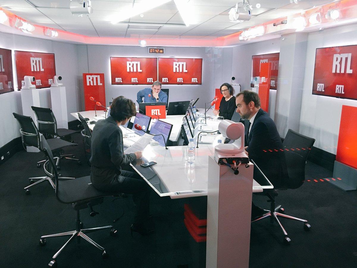 7h45 - @SebLecornu face à @EliMartichoux en live vidéo dans #RTLMatin > https://t.co/r32D2Mz0mj