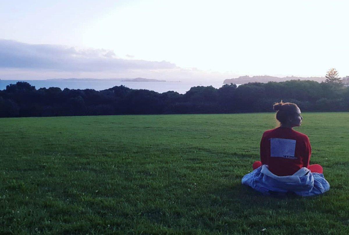 Путешественники снова в деле. Встретили рассвет в Новой Зеландии. Оказалось, что Новая Зеландия встречает рассвет самой первой на нашей планете, так что Страна Восходящего Солнца именно она. Будем делиться. Всем мир!