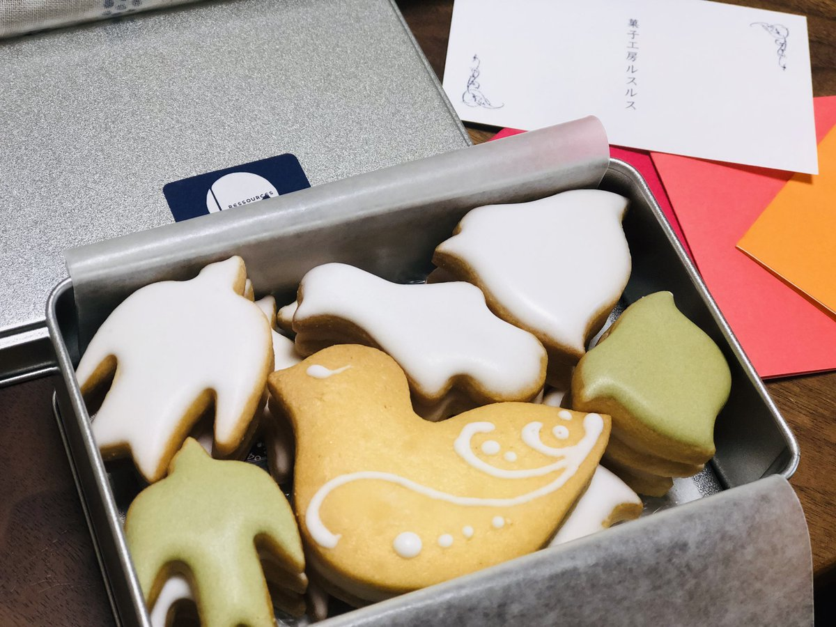 「六花のつゆ」を北海道のお土産に渡した子供のころからの友人から、お菓子をいただきました。とてもおいしい鳥のかたちのクッキーです。  「美味しそうだったからあなたに食べさせてあげたいなと思って」といっていました。  私も同じだったので嬉しかったです。