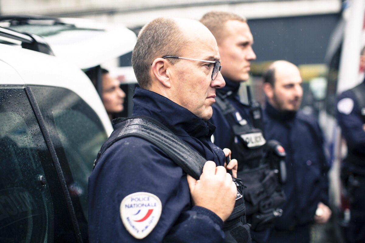 [#Europe1] La police d'#Amiens, c'est : ➕ de 500 policiers qui veillent sur les habitants du bassin amiénois et #Abbeville ; ➡️ des partenariats renforcés avec les polices municipales, la justice, les écoles et les associations ; ✅ une #PoliceConnectée pour + d'efficacité.