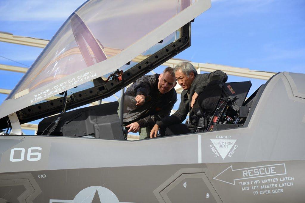 سنغافوره تقر خطه لشراء مقاتلات F-35 الشبحيه  DxLQ044UUAAj92P