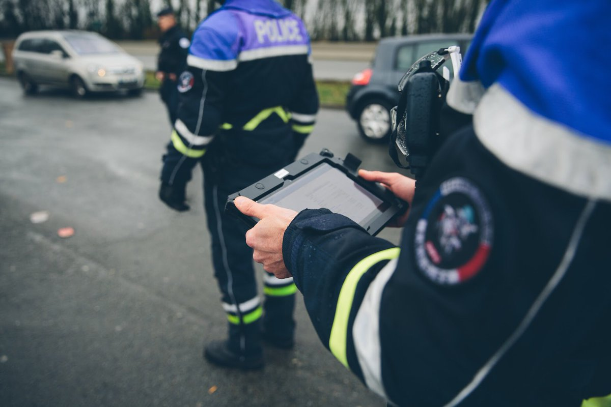 [#Europe1] La Police nationale de demain, c'est aussi une #PoliceConnectée. Tablette Néo, portail de signalement des violences sexuelles et sexistes, pré-plainte en ligne… La police se modernise pour raccourcir la durée des procédures et faciliter le travail des enquêteurs.