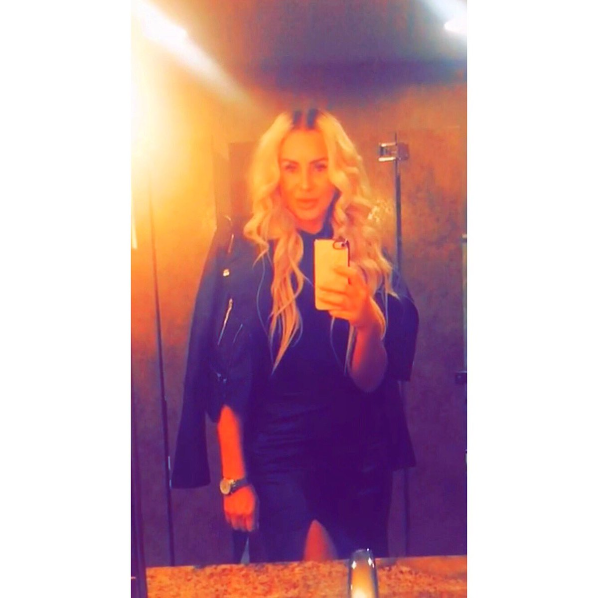 Is it Friday yet? #bathroomselfie 🙈