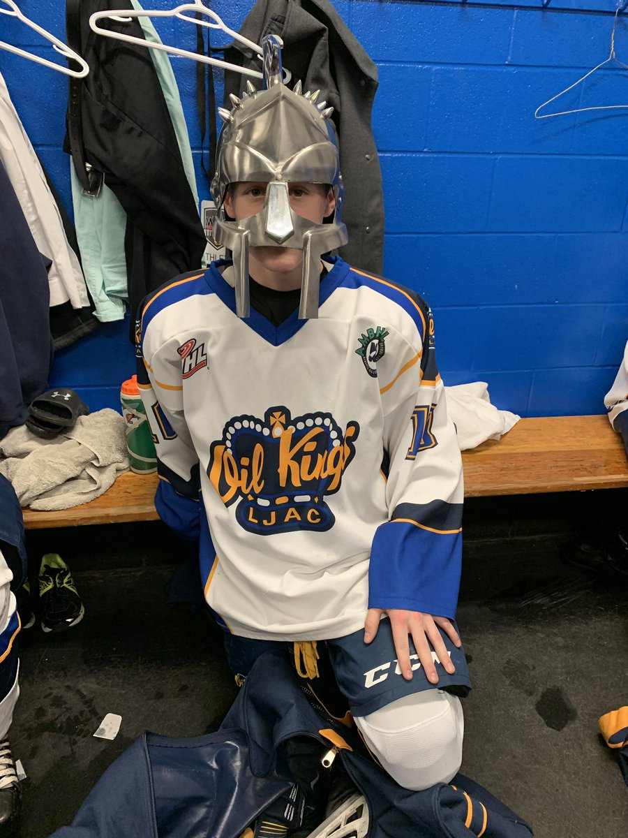 Oil Kings win 5-4 against @CNHABAAASabres. Warrior of the Game #10 Brandan Tronchin #BAK #🍞 https://t.co/koVqeaN1Eq