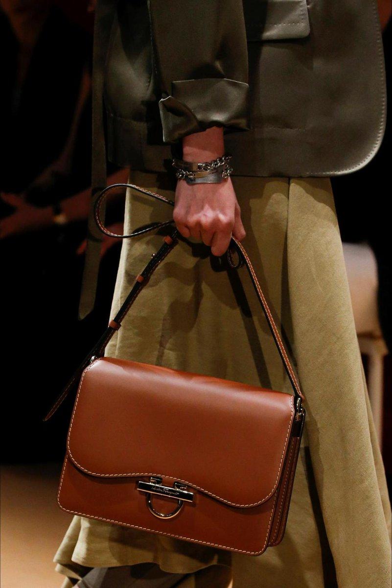 L'accessorio di oggi è la borsa di Salvatore Ferragamo ... Ogni giorno le nostre scelte qui: https://t.co/TtxPVMHXoC