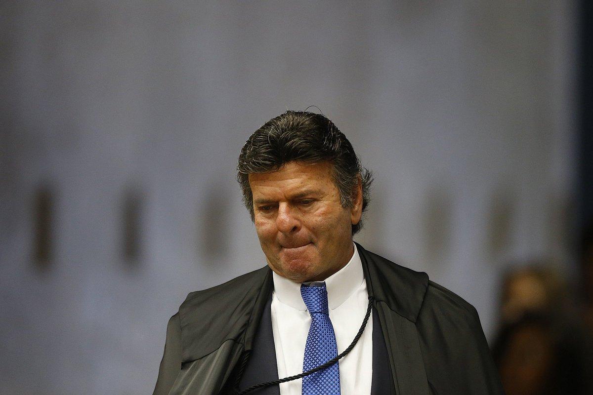 > 'F@ECantanhedeux infla especulações - Se Flávio Bolsonaro nem era investigado, por que tanto medo das investigações?' https://t.co/CIw27rSuCA