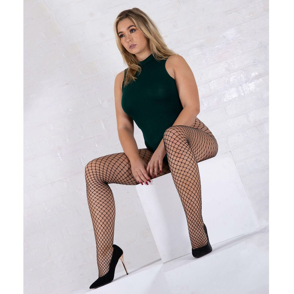 🖤 it's #fishnetfriday medium Fishnet Tights with Jonathan Aston Midi-Net Fishnets. A welcome change from standard fishnets 🖤 @bethany_cammack #fishnettights #fishnetpantyhose #nettights #netpantyhose #jonathanastontights #jmwreflectionofyou https://essexeelegs.co.uk/products/jonathan-aston-midi-net-fishnet-tights …