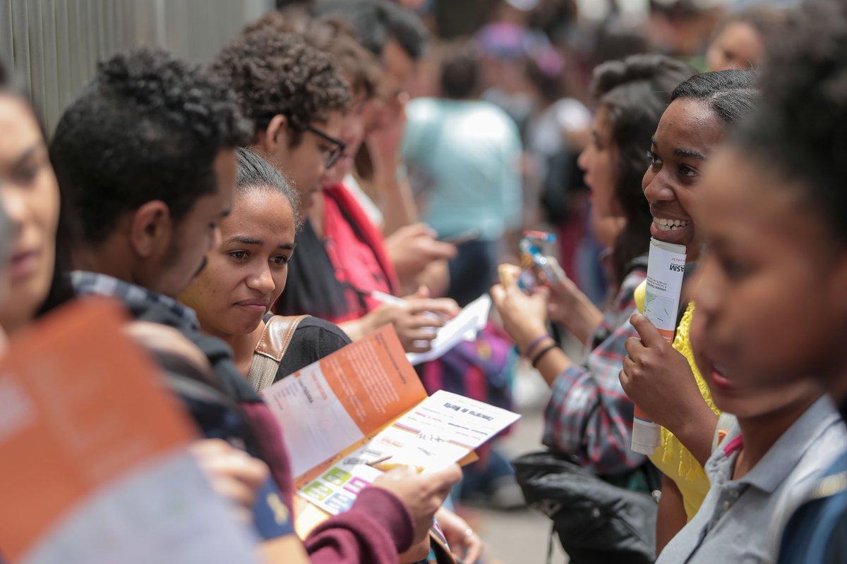 No Enem, 1 a cada 4 alunos de classe média triunfa; Pobres são 1 a cada 600 https://t.co/IYkWrrg5Nq