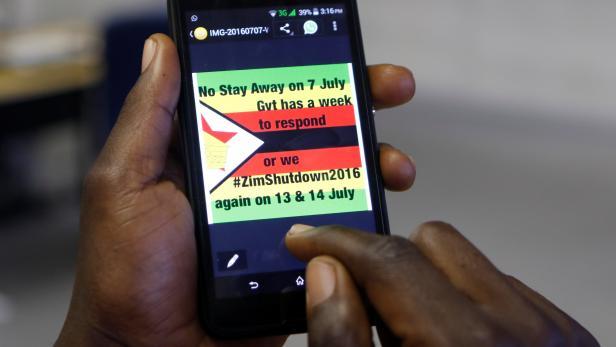 Angst vor Protesten: Simbabwe schaltet Internet komplett ab futurezone.at/digital-life/a…