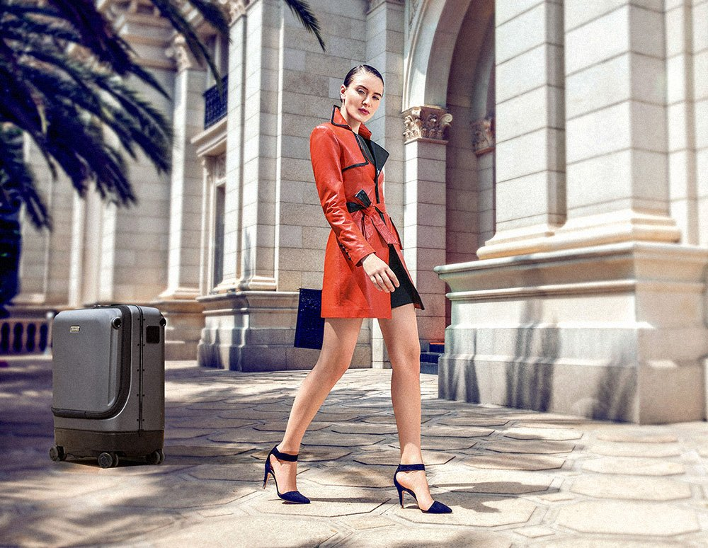 Business elite choice-Airwheel SR5 following(Self-driving) Suitcase. #business #businesswoman #woman #beauty #suitcase #luggage #smart #follow #driving #cool #work #robot #robotics #fashion #road #street #streetfashion #roadwear #wear #fashionblogger #outsiders #travel #scooter
