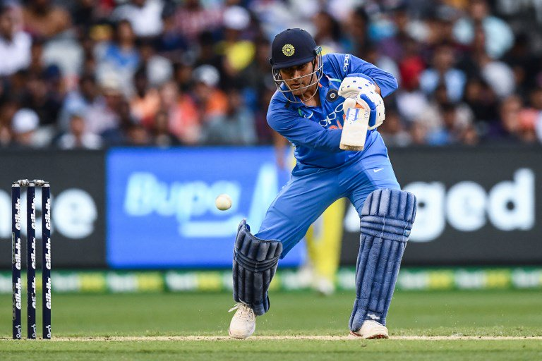 3rd ODI: MS Dhoni scores his 70th ODI fifty. India 150/3 in 38 overs, need 81 runs to win against Australia (230) at MCG  #INDvAUS #INDvsAUS  LIVE UPDATES: https://t.co/D8ELPGEOGa  LIVE SCORECARD:  https://t.co/Ie1lirmTRq