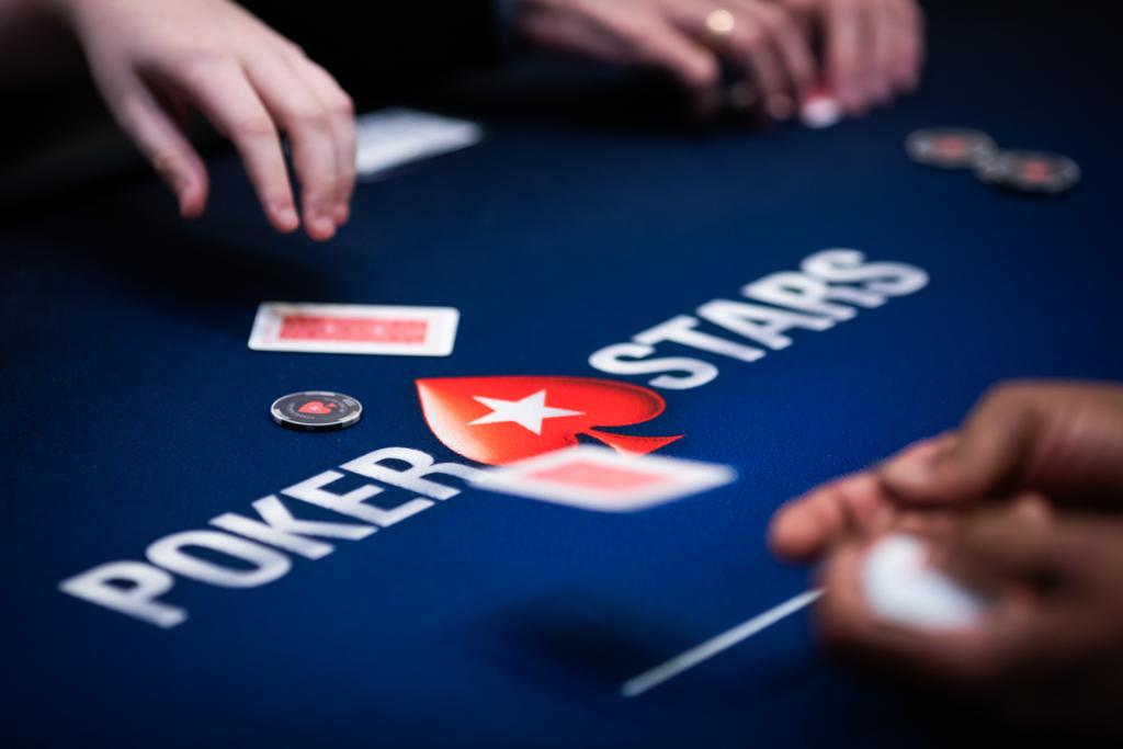 How many nationalities will be represented at this week's #SundayMillion final table?  Tweet your guess with #FridayGiveaway and [Stars ID] by 23:59 ET to be in with a chance of winning one of five $11 tickets.  T&Cs apply: https://t.co/lO20xECW4N