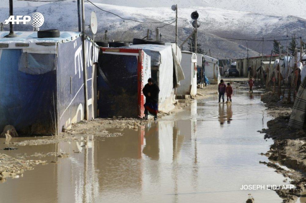 [REPORTAGE] Neige, pluie et vent: deux tempêtes ont transformé la vallée de la Bekaa au Liban en un immense marécage, invivable pour les dizaines de milliers de réfugiés Syriens qui y sont installés depuis des années https://t.co/z37rKKGthq par @mojobaghdad et@c_bertier #AFP
