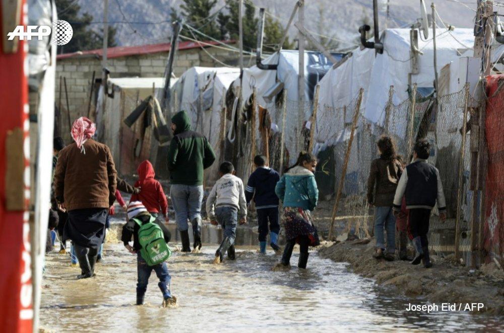 [REPORTAGE] 'C'est le pire des hivers' : la vallée de la Bekaa au Liban n'est plus qu'un immense marécage, invivable pour les dizaines de milliers de réfugiés Syriens qui y sont installés depuis des années https://t.co/z37rKKoSpS par @mojobaghdad et@c_bertier #AFP