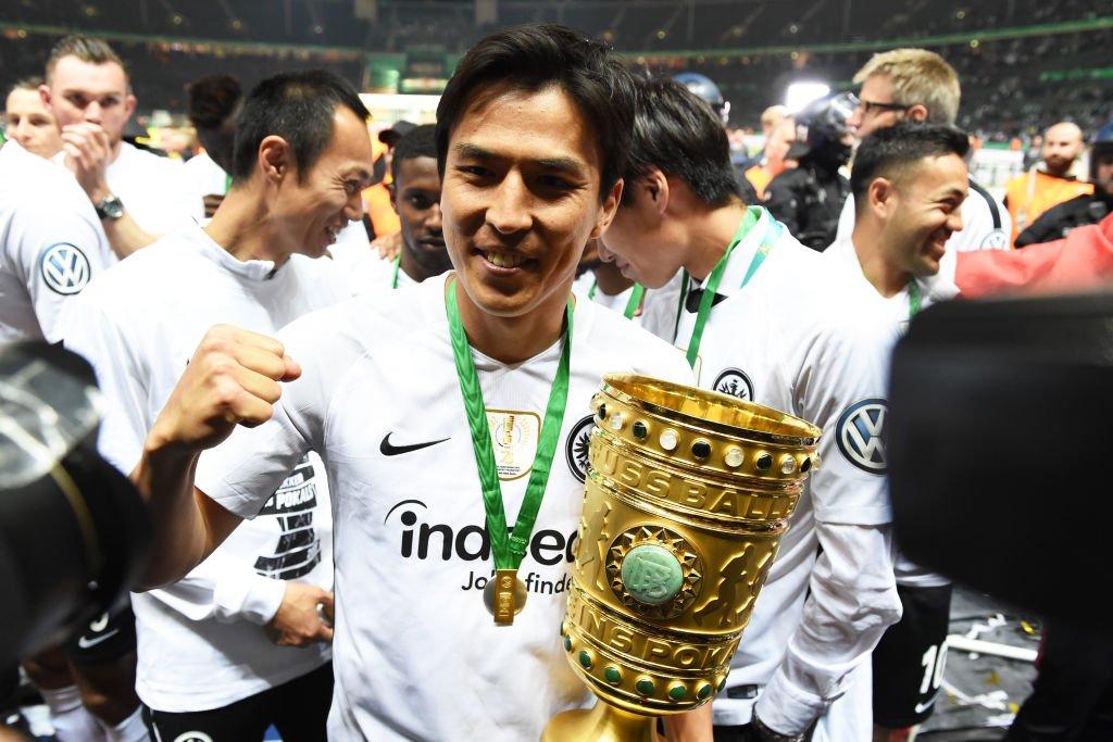 🎂🎁 Happy Birthday,  Makoto #Hasebe / #長谷部誠!🎈🎉🦅   #UEL @Eintracht @VfL_Wolfsburg @jfa_samuraiblue