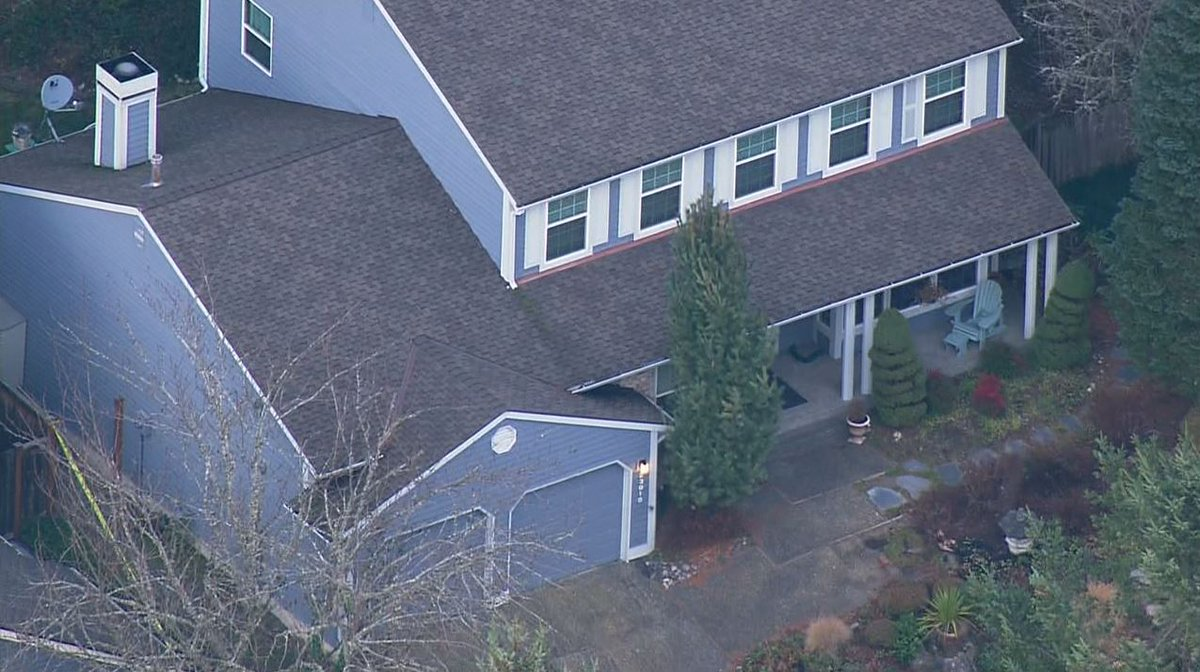 Sad and disturbing. 34-year old son shoots and kills parents -- and lives in Sammamish house with bodies for five days before committing suicide when deputies arrived on welfare check. https://t.co/VyBA7I4Kz0  #KOMONews