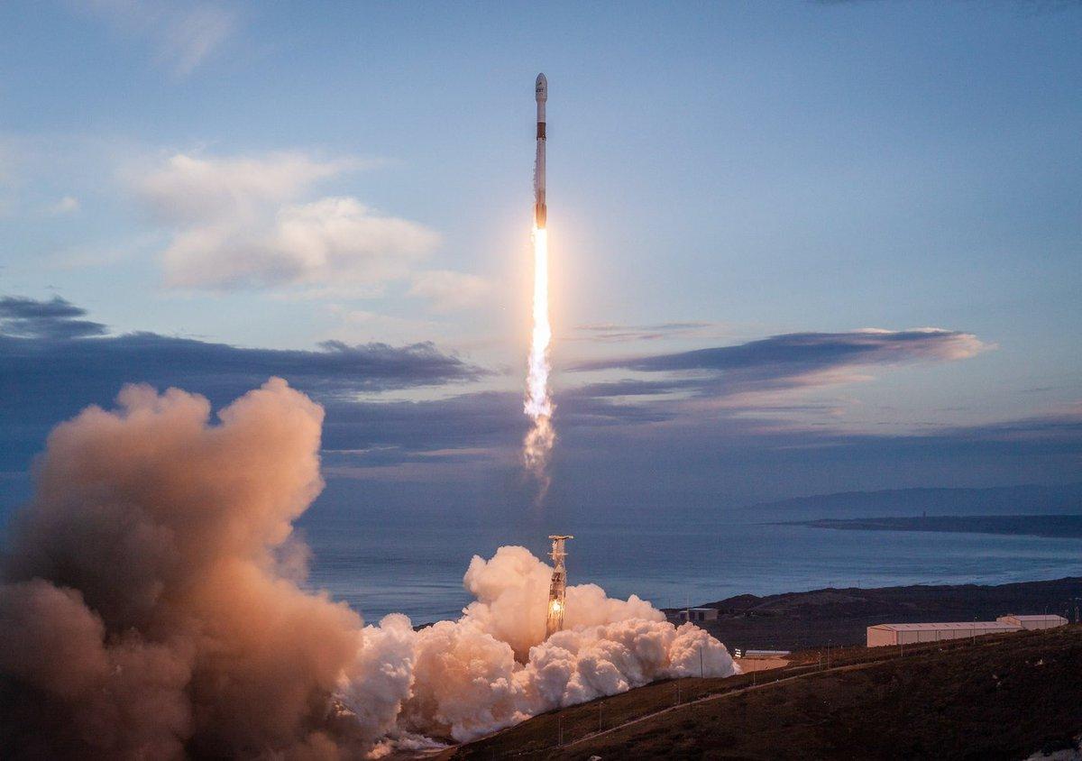 In Photos: SpaceX Falcon 9 Rocket Launches the Last Iridium Next Communications Satellites https://t.co/fmNhjYIR9T