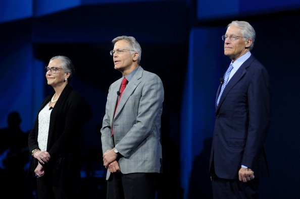 Jim and Rob Walton, heirs to the Walmart empire, are collectively worth $91 billion.   The median annual compensation for a Walmart worker in the 2018 fiscal year was $19,177, which is below the poverty line for a family of three https://t.co/LBQR4zcjbN