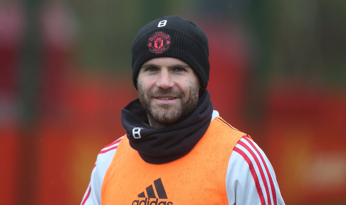 Juan Mata makes heartwarming gesture to young fan after visiting Under-12s training https://t.co/IWTvjqi9z1 #MUFC