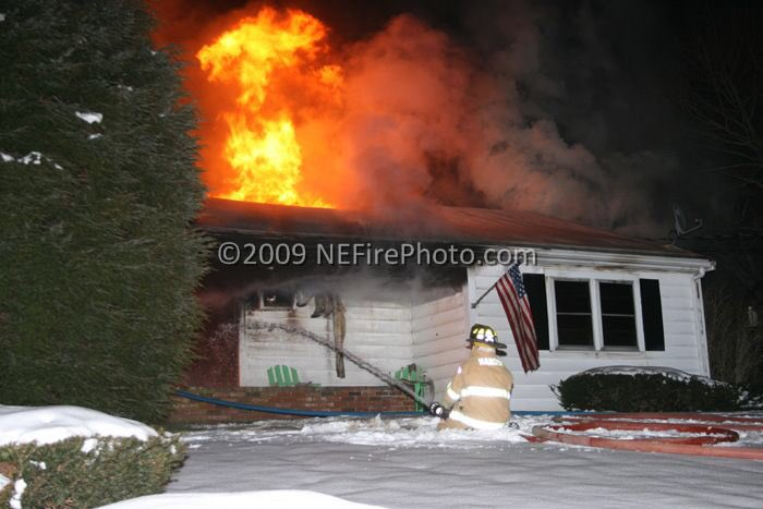 #FlashbackFriday Just over 10-years ago; 2nd Alarm house fire on Phillips Street in Hanson MA on 01/15/09. http://www.pbase.com/strikethebox/011509hanson …
