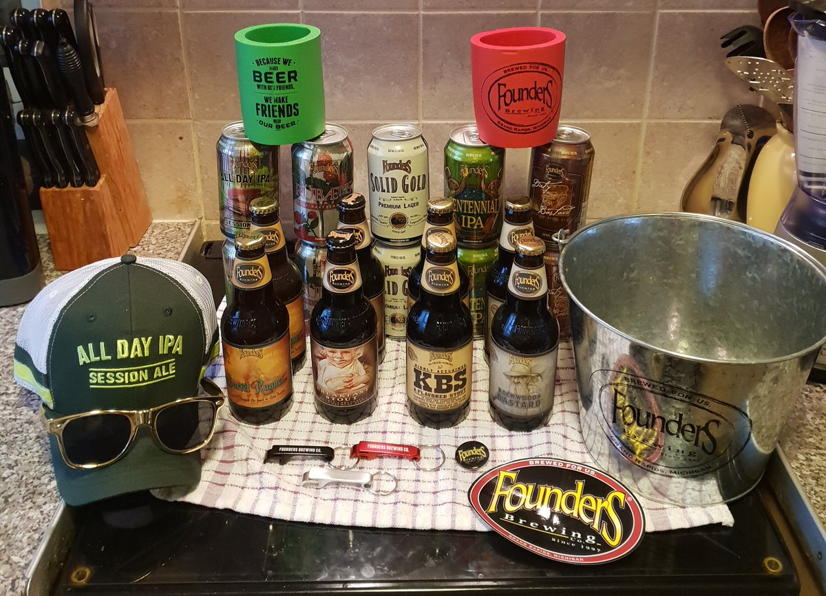 Thanks to my friends @TheBeerHawk for the incredible @foundersbrewing day 24 #xmascheers competition prize. I'm delighted with it. 😁