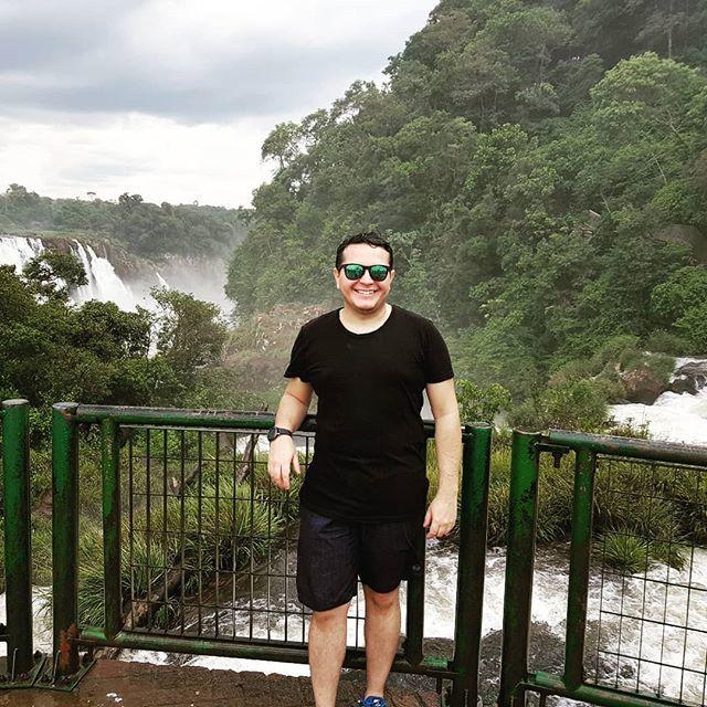 Molhado, mas feliz! 🤣😍 #fozdoiguaçu #parana #cataratas #brasil #argentina #paraguai #3fronteiras🇦🇷🇵🇾🇧🇷 http://bit.ly/2DkvrA0