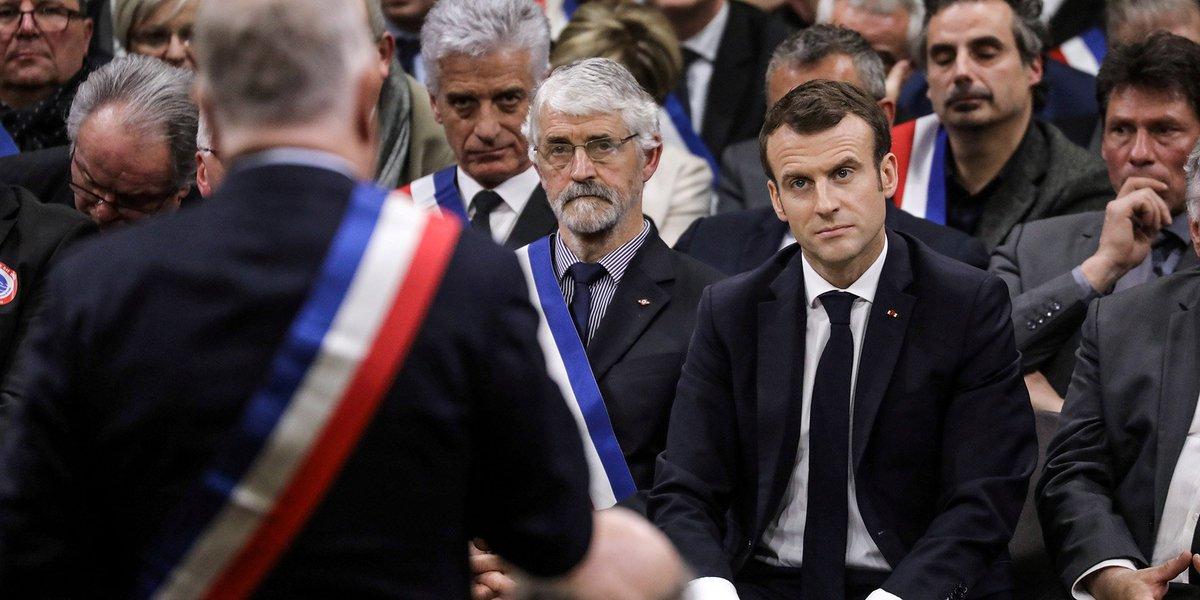 Emmanuel Macron, face à des élus d'Occitanie : 'Pour moi, l'ISF ce n'est pas un sujet entre riches et pauvres' https://t.co/CjrOMxpeYu