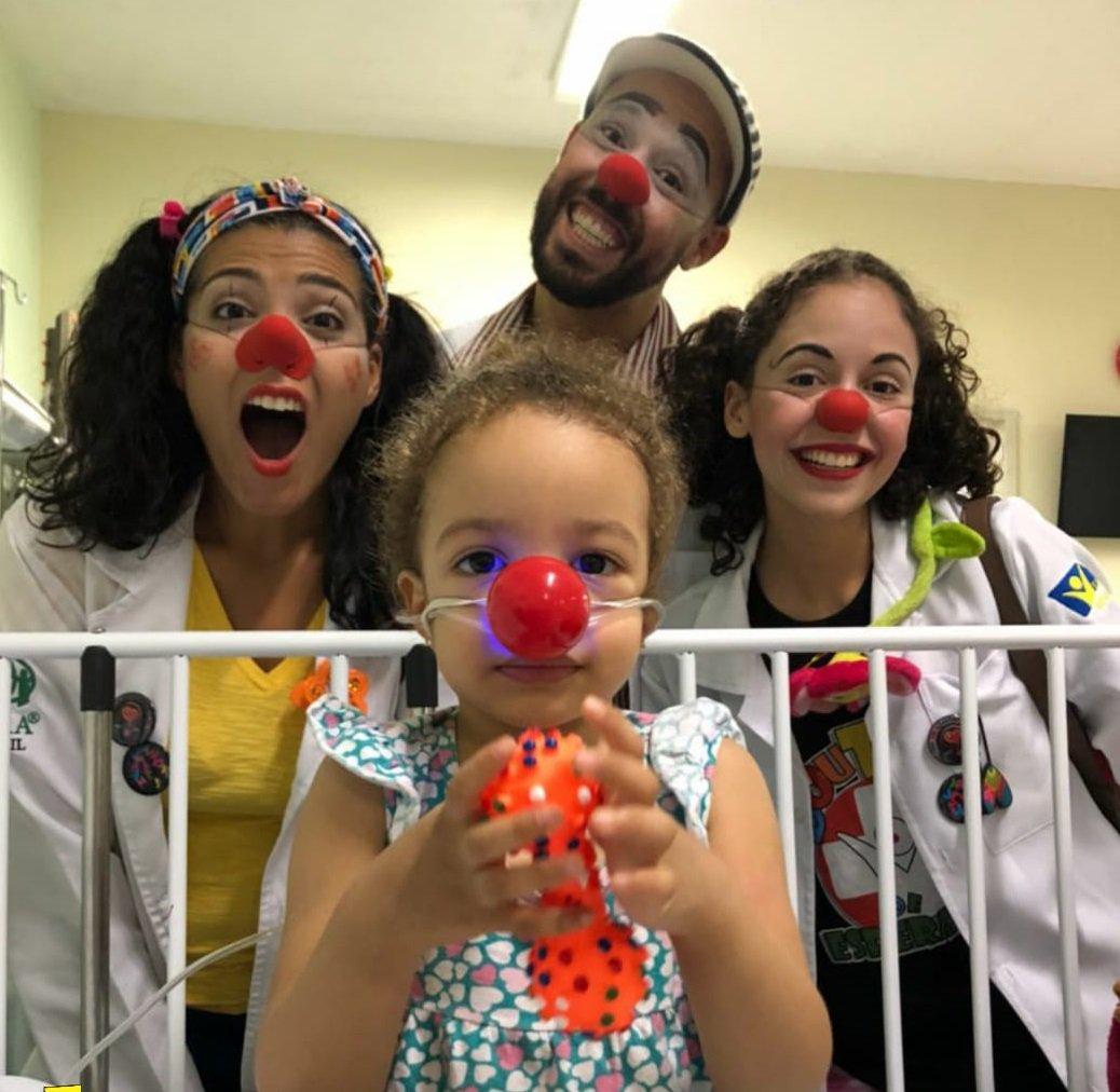 Dia Internacional do Riso: Sorrir faz bem à saúde. Blog da Saúde conta a história de um grupo de pessoas que trabalha levando alegria aos hospitais como forma de auxílio aos doentes.  Leia: https://t.co/OPtwfupmYY #DiaDoRiso