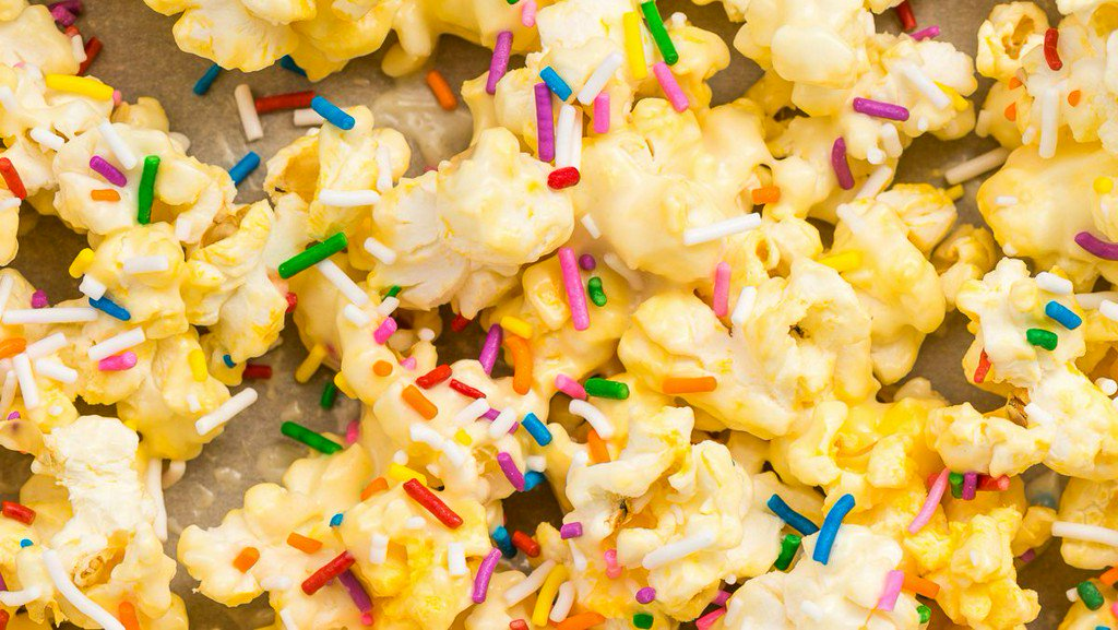 7 popcorn hacks that will seriously upgrade movie night bit.ly/2DiFXaN