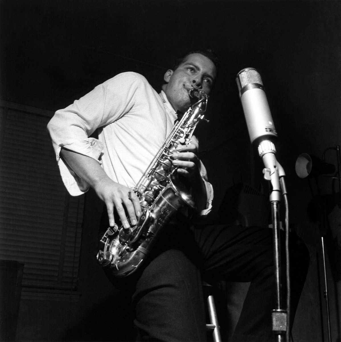 60 years ago #OTD alto saxophonist #JackieMcLean was in Rudy Van Gelder's Hackensack studio recording tracks that would be released on his album 'Jackie's Bag' w/ Donald Byrd (trumpet), Sonny Clark (piano), Paul Chambers (bass) & Philly Joe Jones (drums) https://t.co/3PrgvJ7GMt
