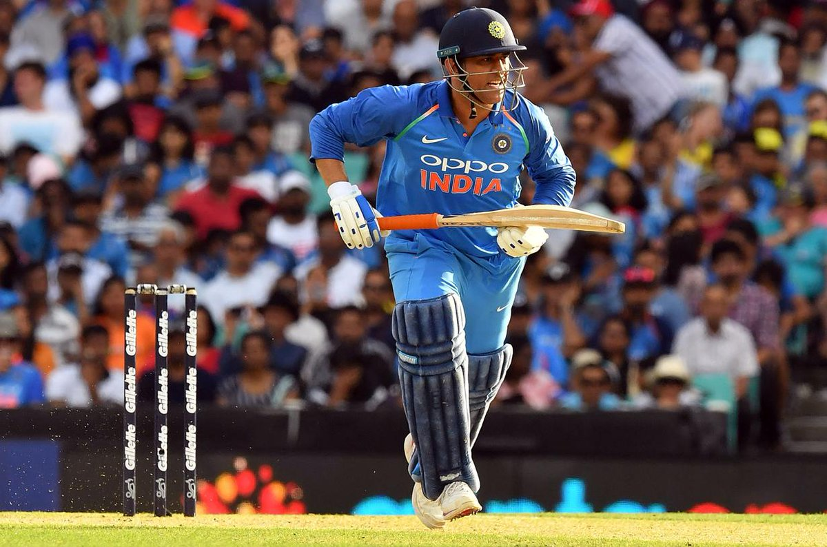 .@msdhoni is a superstar and all-time great - #JustinLanger  #AUSvIND #INDvAUS   https://t.co/pZXA4Tf2pg
