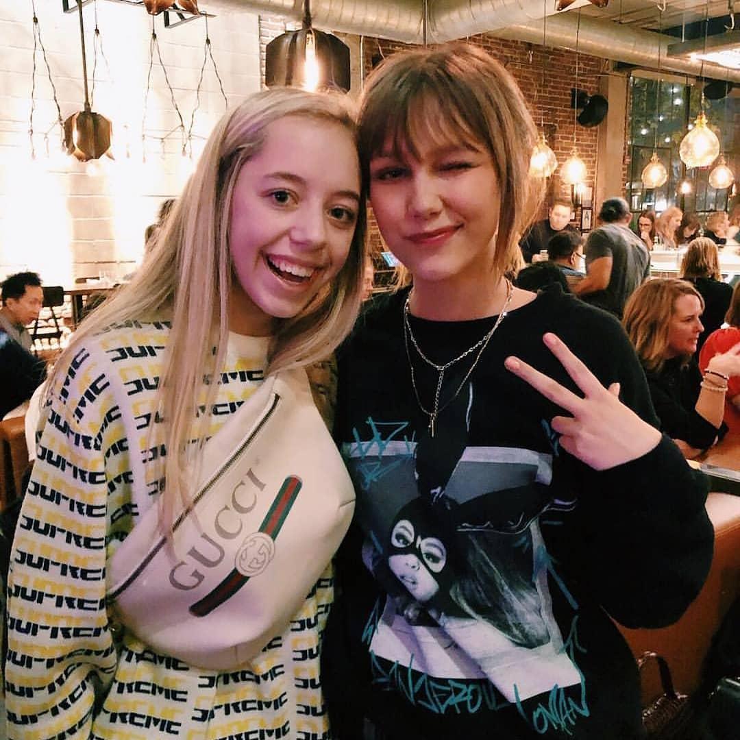 Grace met a fan last night at dinner at @bestiaDTLA - wearing a fashionable @ArianaGrande sweater! ⭐#GraceVanderwaal @GraceVanderWaal 📸 Credit: Emmy Fleshood on Instagram via http://www.instagram.com/p/Bsx3Ks-gL2b/?utm_source=ig_share_sheet&igshid=1nn6cjrpbcrir…