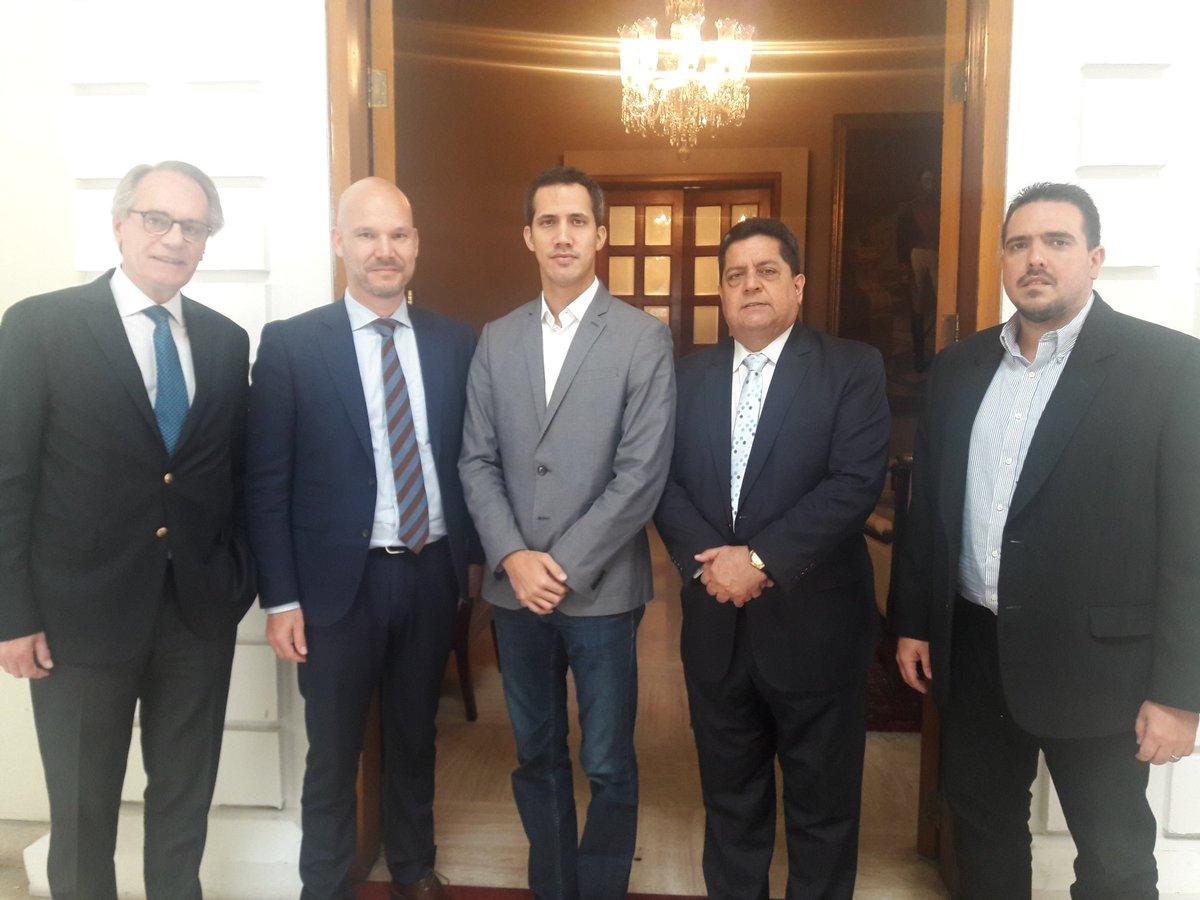 Hoy #18Ene la directiva de la Asamblea Nacional recibió al Embajador de Suecia Tommy Strömberg y al Cónsul General Honorario Robert Rehder. Seguimos construyendo alianzas adentro y afuera de nuestras fronteras en busca de retomar el Orden Constitucional de #Venezuela
